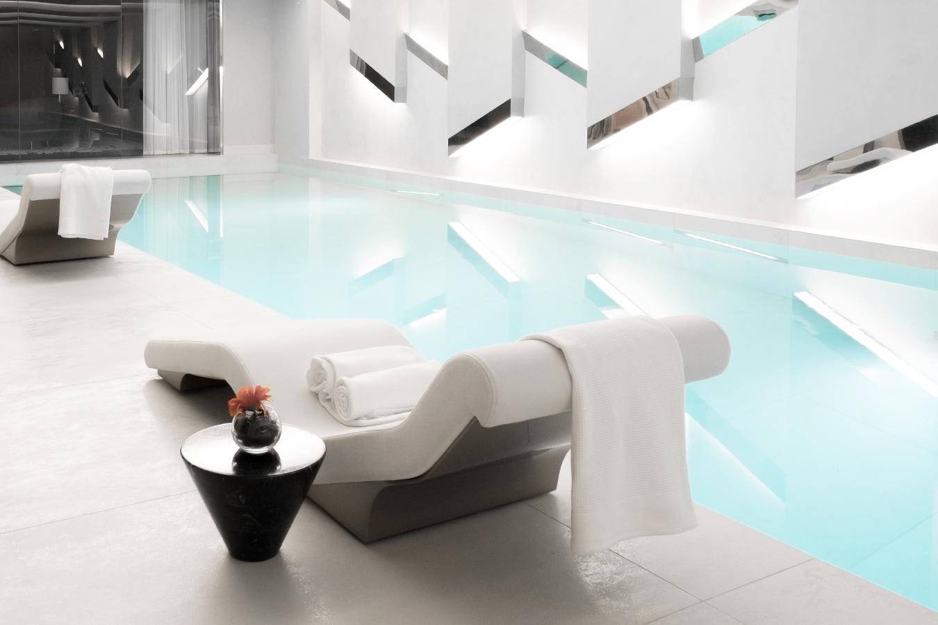 Decoration interieur studio top square penthouse by for Pool design studio paris